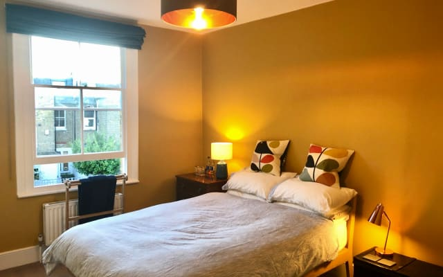 Spacious bright double room with private bathroom near Fulham Broadway