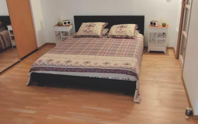 Dormitorio muy cómodo con baño y aseo privados
