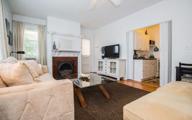 Sunny, Private, Furnished 1 Bed Condo with Porch