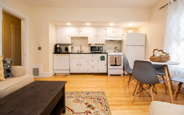 Sunny, 1 bedroom,steps to public trans,parkg avail
