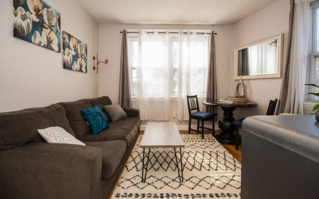 Top Floor, Cozy Bright Furnished One Bedroom