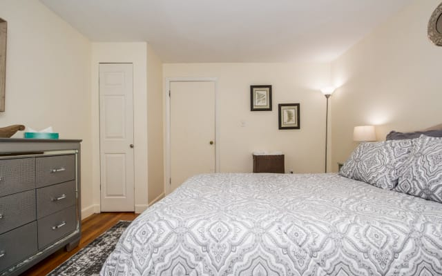 Beautiful, Homey 1BR Close to Longwood Medical