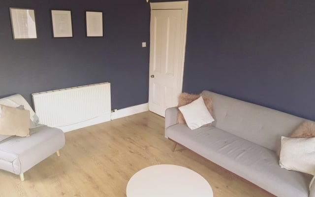 Warm spacious one bedroom apartment in Glasgow