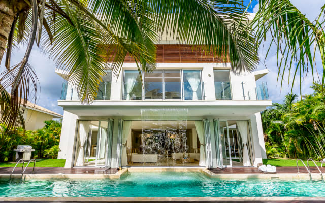 Luxury villa with 6 bedrooms, 7 bathrooms and private pool