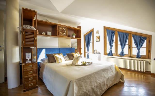 Habitación abuhardillada con aire acondicionado