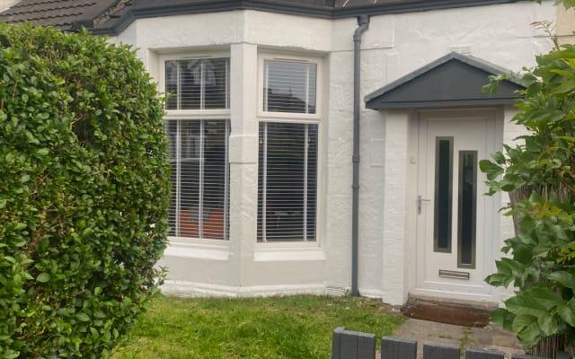 Habitación doble en casa recientemente reformada en el extremo este de