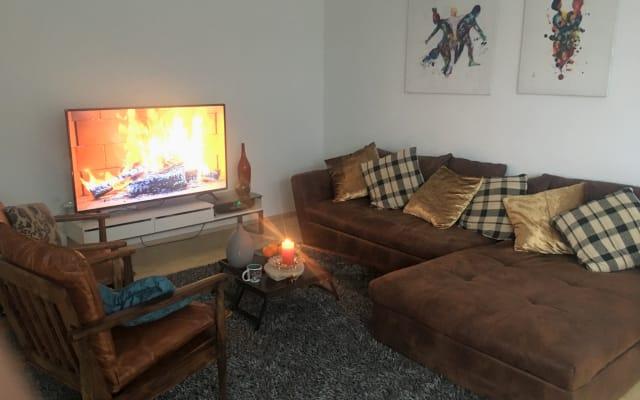Gästezimmer in einer ruhigen und modernen Wohnung