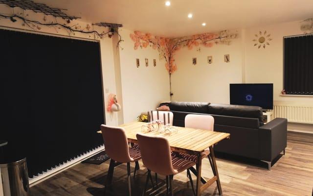 Chambre double confortable dans l'appartement Morden