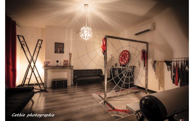 La Maison des Soupirs  - Donjon BDSM