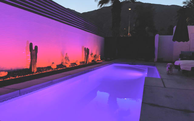 Private 2 Bd Guest House, 5 min Walk to DWTN, Beautiful Shared Pool