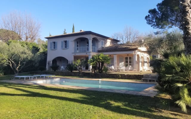 Belle villa Tropézienne piscine, jardin,clim