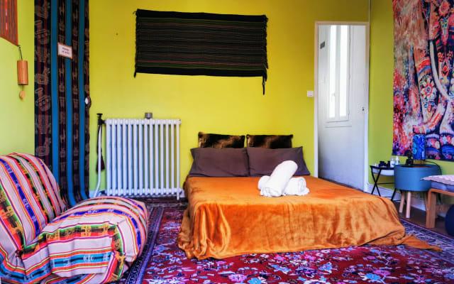 Chambre avec SdB et option massage dans maison proche centre ville.