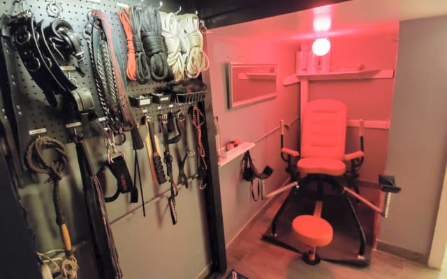 FULLY EQUIPPED DUNGEON/ PLAYSPACE