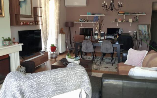Schönes Zimmer In einer atemberaubenden Wohnung