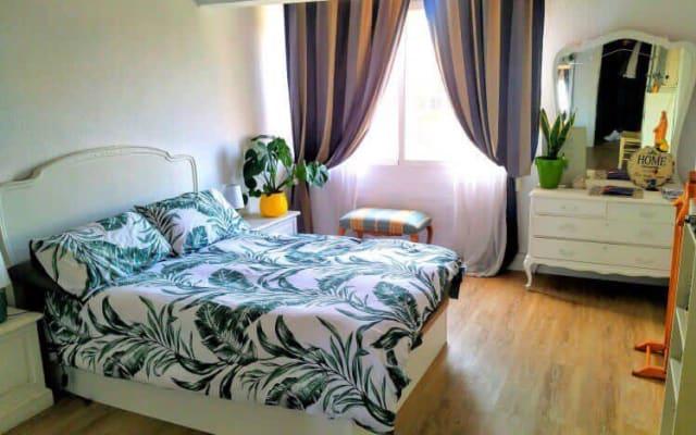 Lightly and wide Room next to Ruzafa