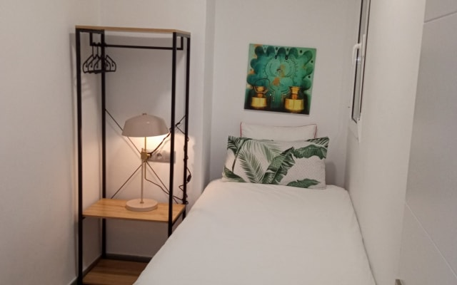 New and quiet single room in the center of Alcoi. Mountain