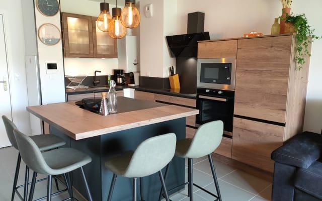 Stylish one-bedroom apartment near the ocean