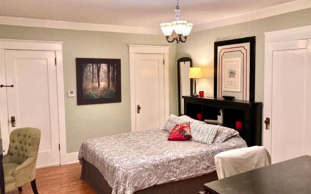 Art House LA - The Studio Suite - a luxury hotel/duplex experience