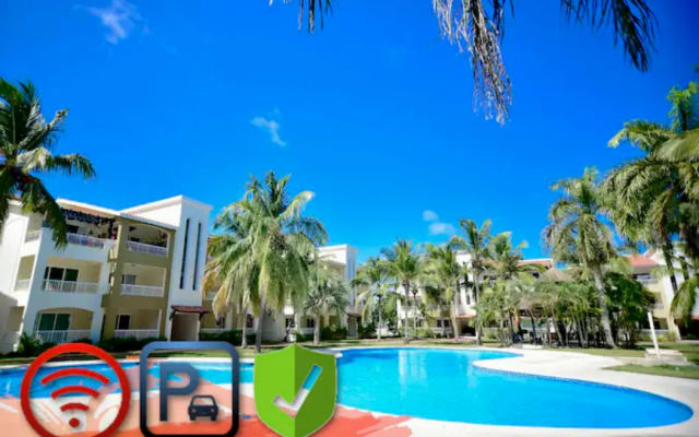 ♛Spacious Modern Condo with Pool, Wi-Fi and Parking