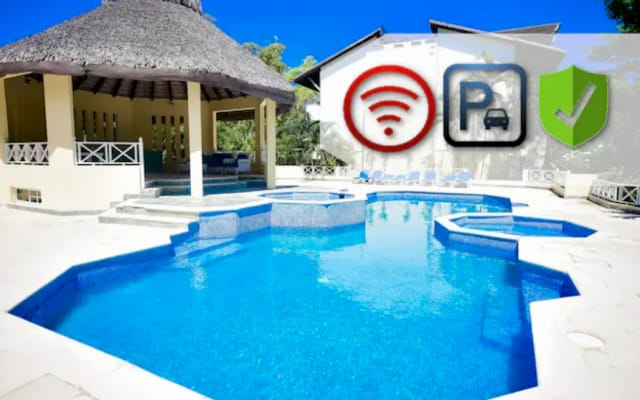 ♛Penthouse with Jacuzzi, Pool, Private Beach Access & 24/7 Security