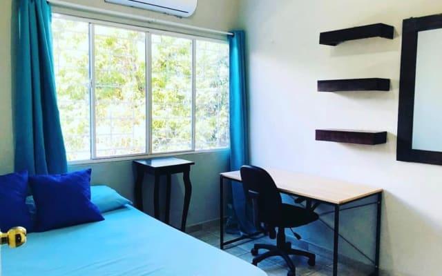 Habitación privada con baño y tv con netflix.