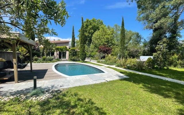 Camera e bagno privato con giardino e piscina