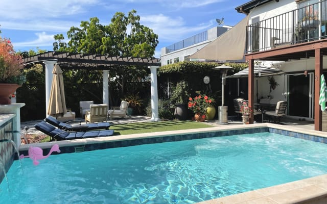 Beautiful centrally located private home above Mission Bay.