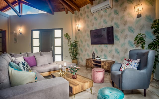 Villa Sophie - Sunny Retreat!