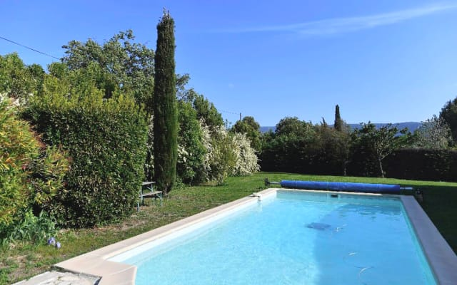 Studio indépendant dans propriété avec accès à la piscine