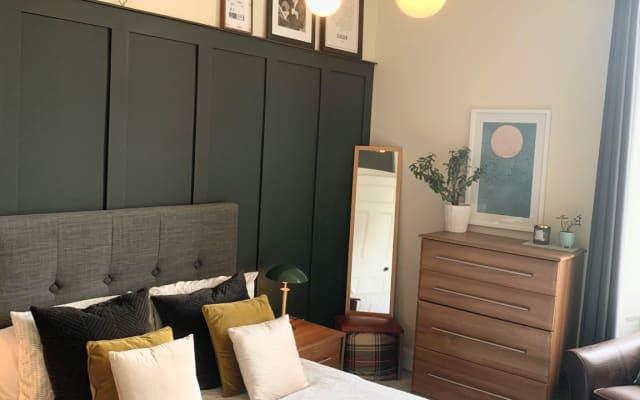 Confortable habitación doble en el recientemente renovado edificio de...