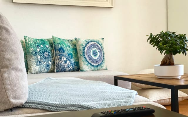 Clean cozy and sunny apartment in the center of Madrid (chueca area).