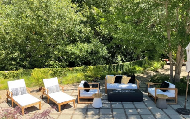 Lux, Sun-filled Retreat by Redwoods w/ XL Hot Tub