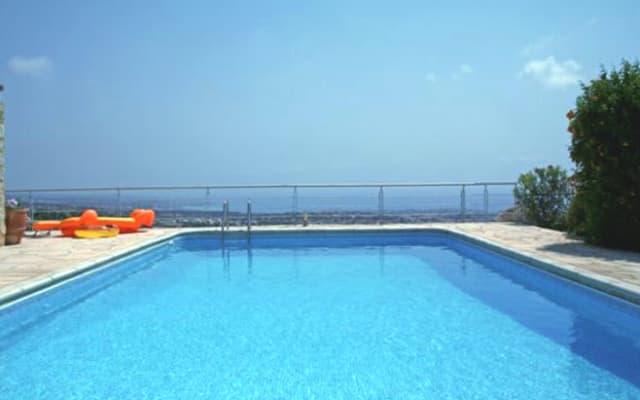 1 oder 2 Zimmer in Villa mit unglaublichem Ausblick über Paphos + Pool - 2