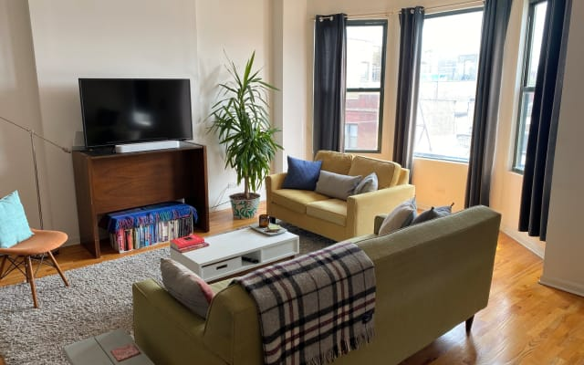 Sunny & spacious Uptown bedroom w/ private bath