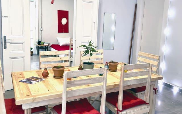 Authentischer künstlerischer Raum mit Garten in Mar Mikhael, dem...