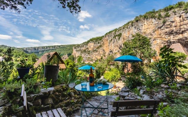 Habitación equipada con hermosa vista del valle de Célé / Lot
