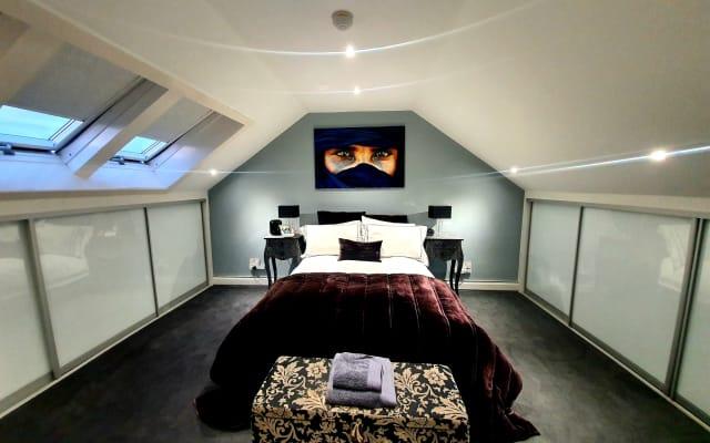 Haus mit Doppelzimmer mit Bad, nur wenige Minuten vom Stadtzentrum...