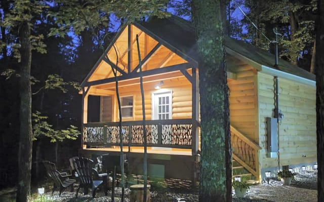 Tranquil cozy cabin w/hot tub and relaxing porch.