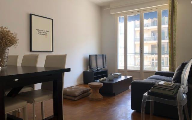 Sehr ruhige Wohnung eine Straße von der Promenade des Anglais und dem...