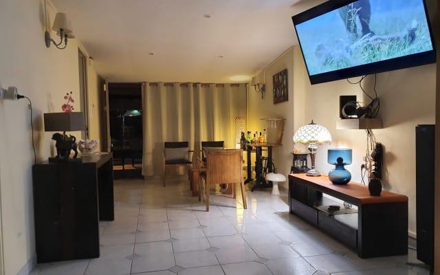 habitación privada con pequeña sala de estar
