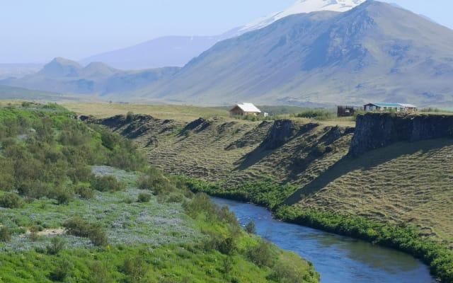 Grand Chalet avec jacuzzi dans la nature Islandaise