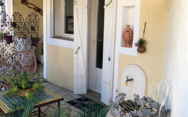 Lunel proche Montpellier Appartement dans villa