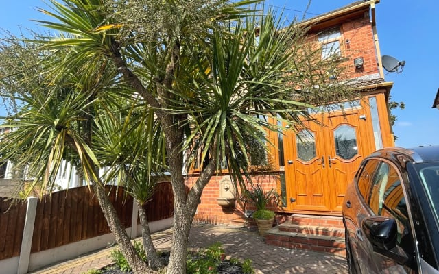 Double Room - Moston, Manchester, UK - (5 mins drive from Etihad)