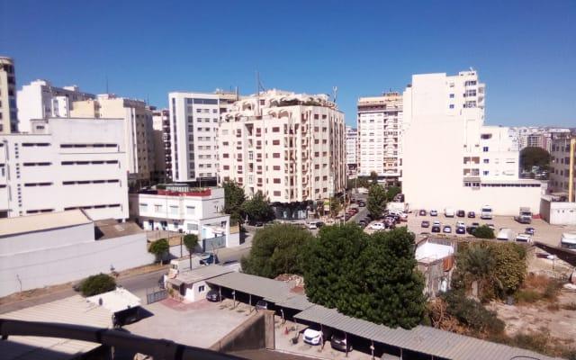 Chambre avec balcon au calme à Tanger