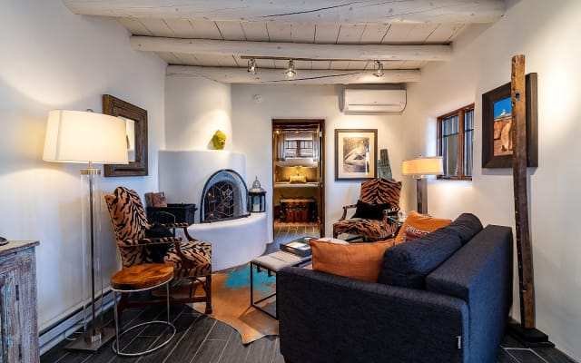Luxurious & Rustic Casita off of the Plaza