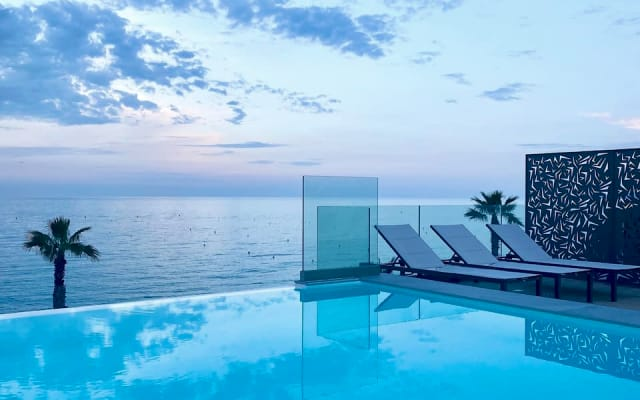 Loft en bord de mer avec Rooftop Privé proche Nice