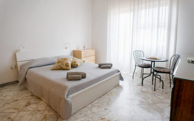 Spacious sunny modern apartment near the old town and the beach