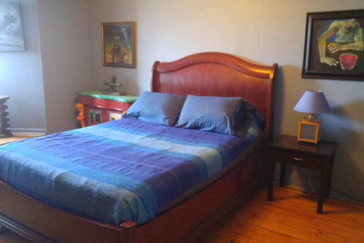 Гей трется об кровать фото 578-229