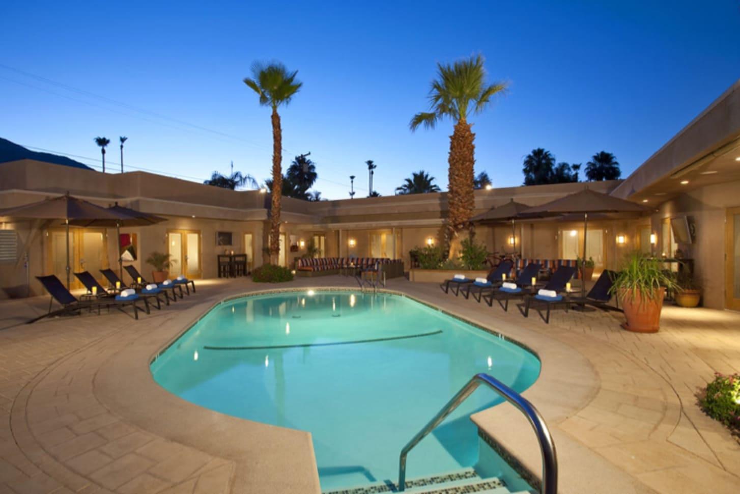 Platinum suite noa noa boutique resort gay palm springs for Exotic motors palm springs