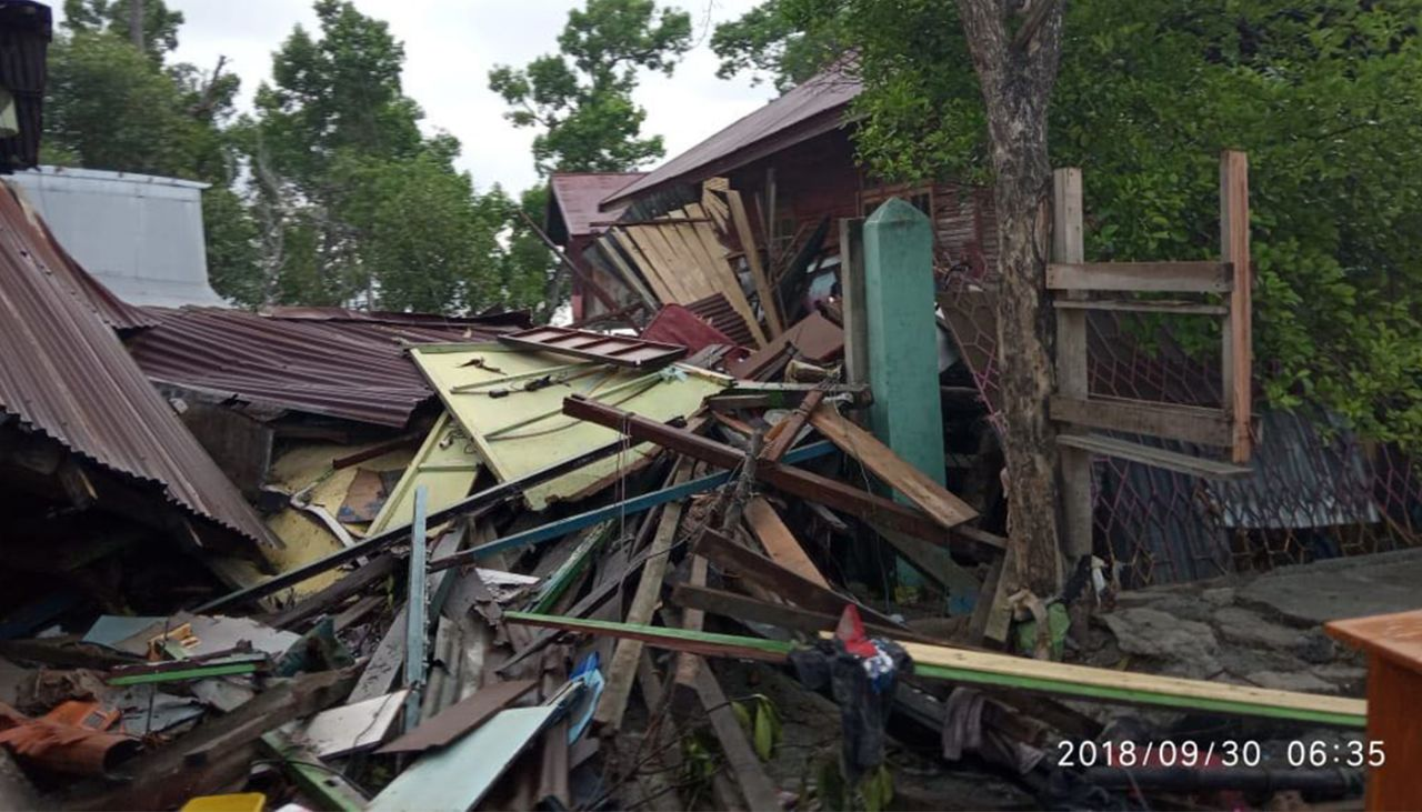 World Vision launches appeal for millions affected by Indonesia Earthquake, as it provides aid to survivors